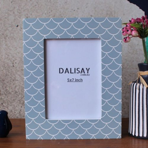 Grey Scallop Pattern Photo Frame