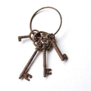 Rustic Cast Iron Decorative Keys Set