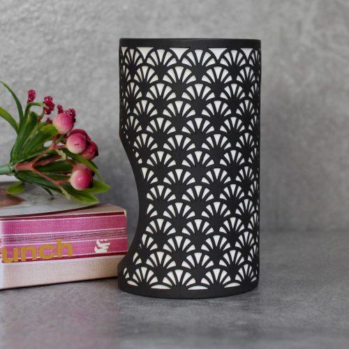 Modern Black And White Scallops Porcelain Oil